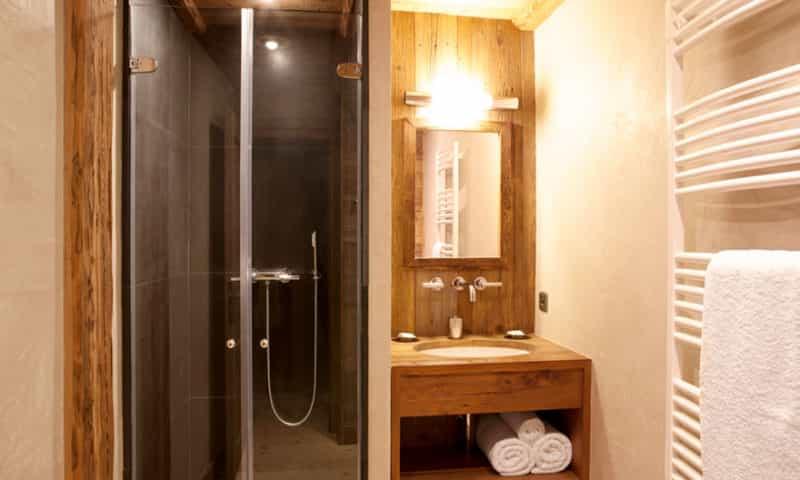 chalet-shower-ensuite-argentiere