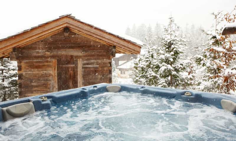chalet-with-outdoor-hot-tub