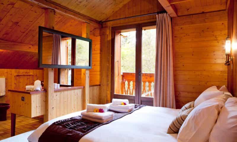 luxurious-bedroom