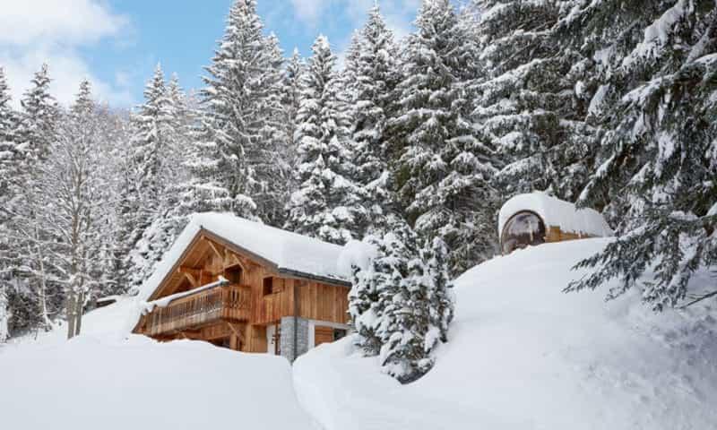 snowy-chalet-in-chamonix