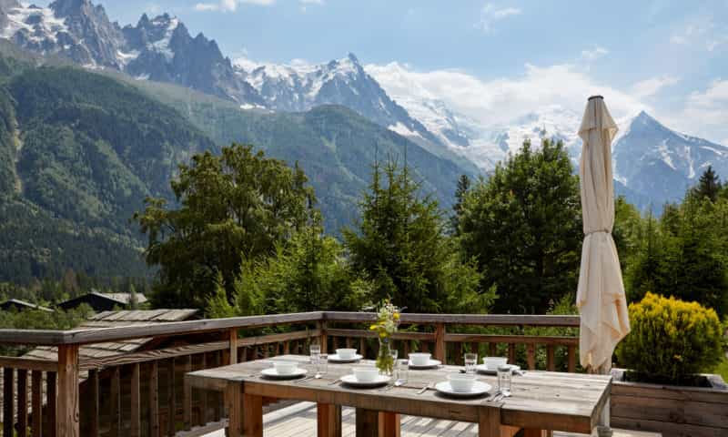 an outdoor table with mountain views