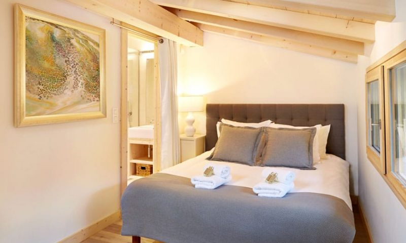 image of a eco lodge bedroom
