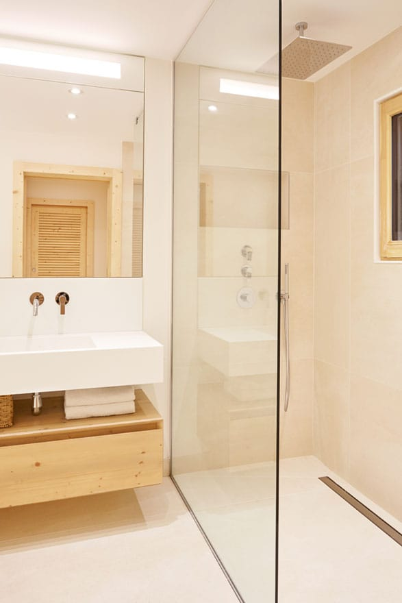 image of a master ensuite bathroom
