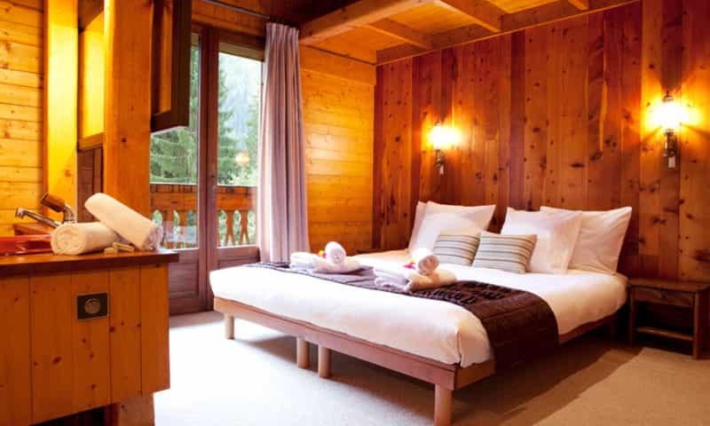 chamonix-chalet-master-bedroom