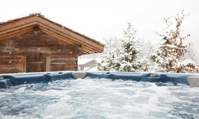 outdoor-hot-tub