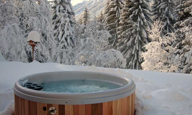 outdoor-hot-tube-in-mountain-forest
