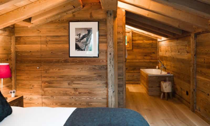 ski-chalet-bedroom