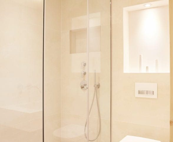 image of an ensuite bathroom in Chalet