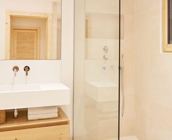 image of a master ensuite bathroom