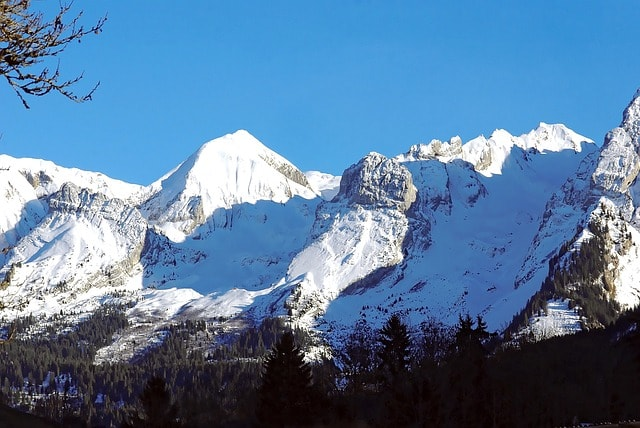 image of a mountain range