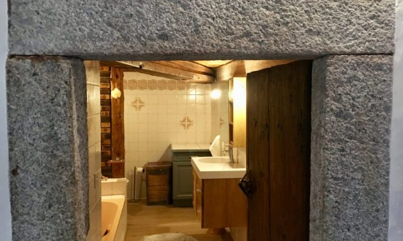 Bathroom downstairs (1)