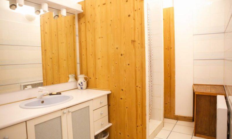 Bathroom - upstairs (1)