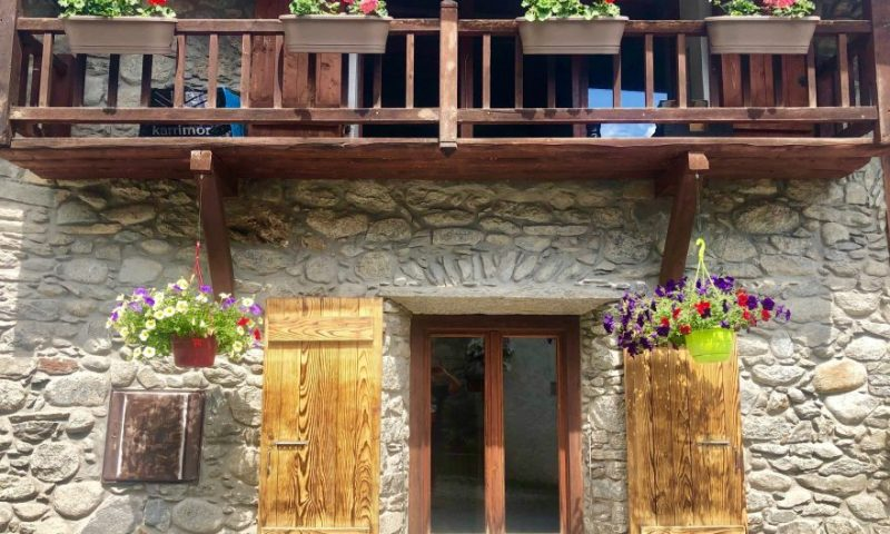 Front chalet (2)